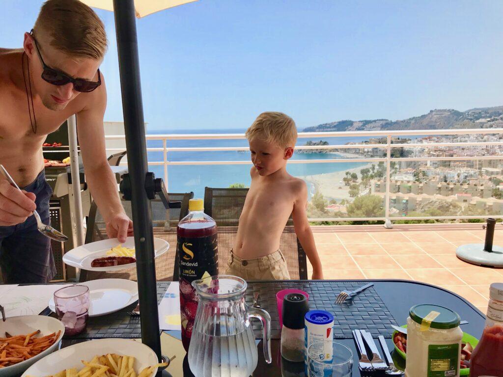 barn och mat på resan självhushåll