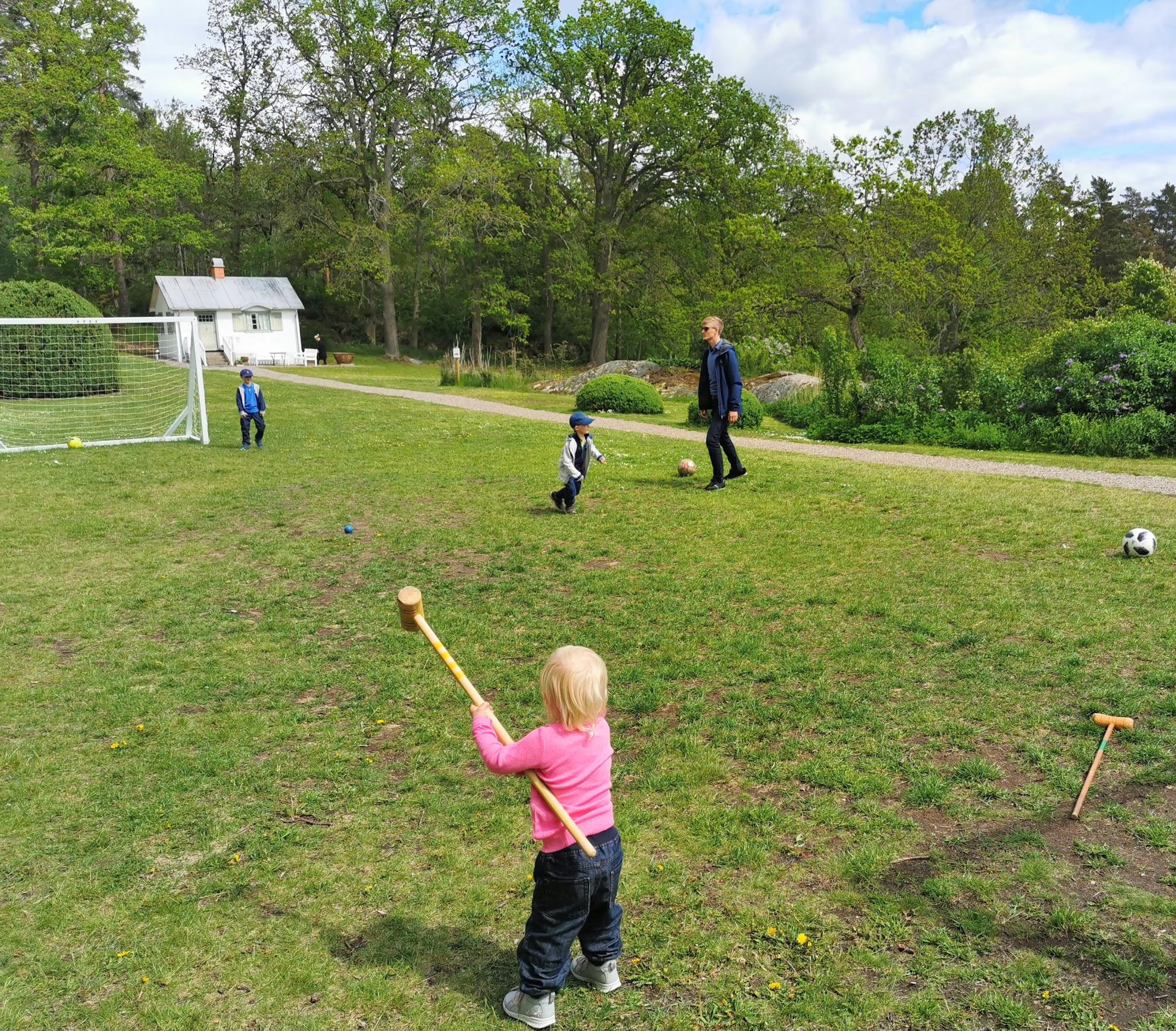 Utelek i parken vid Villa Fridhem