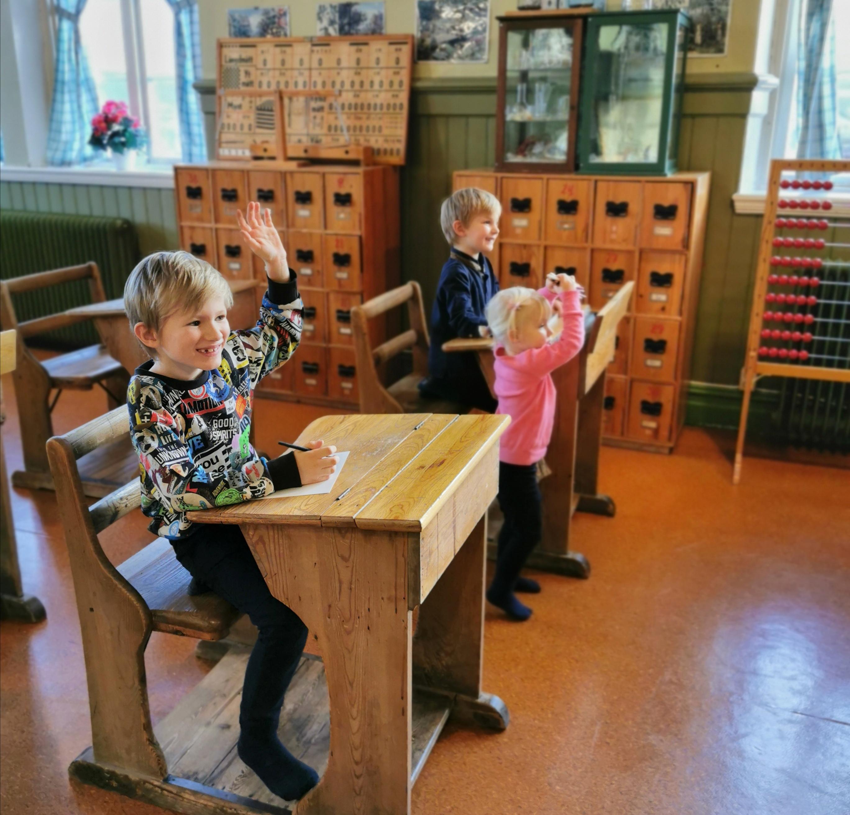 Leka skola i gammal miljö