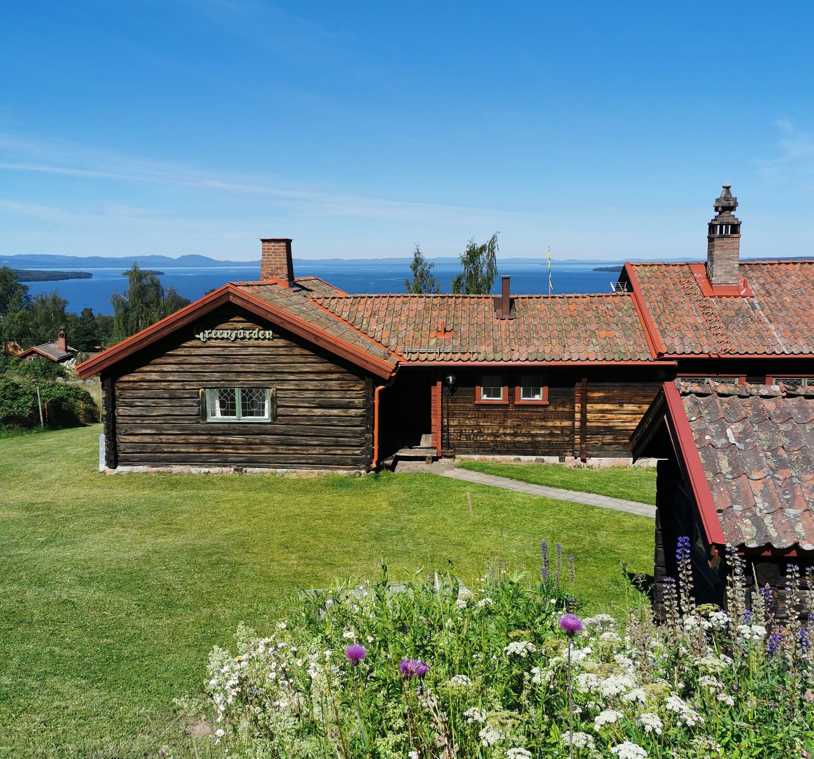 Vacker utsikt över Siljan och Greengården i Dalarna